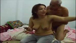 افلام العيد الحصرية جوز امها زانقها على السرير ويعيد معاها مص ولحس