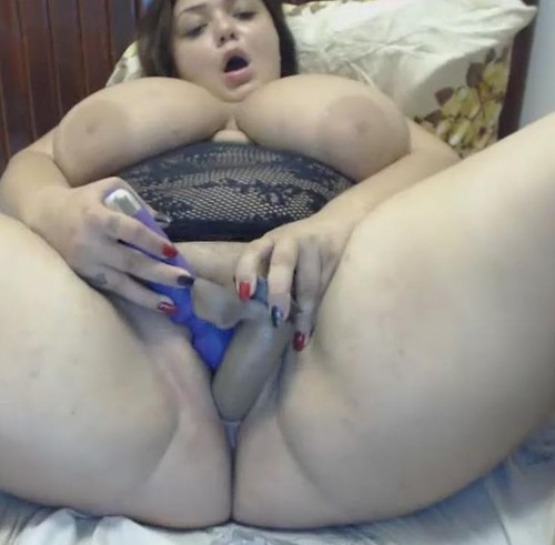 Miabigtits – Titsucking, Rub her hot pink pussy on cam
